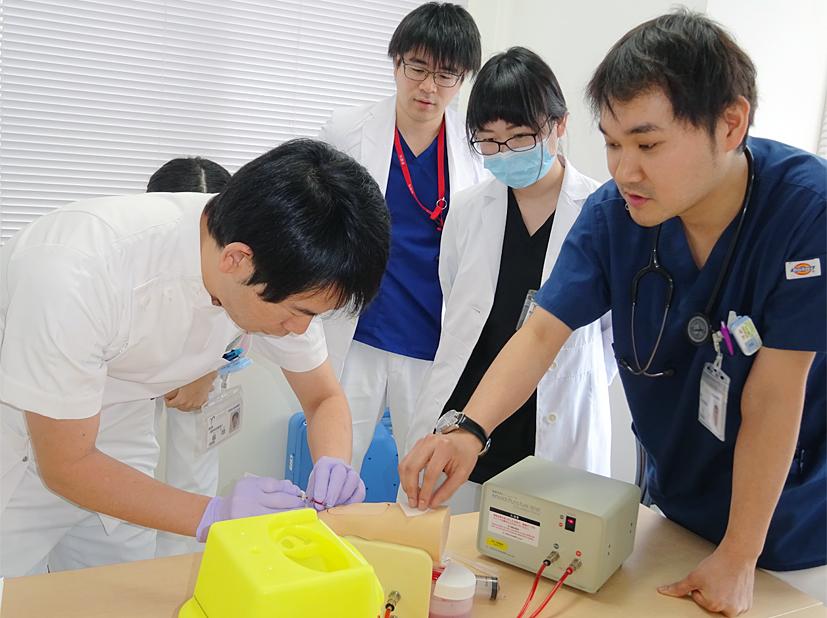 シミュレーターによる動脈採血実習