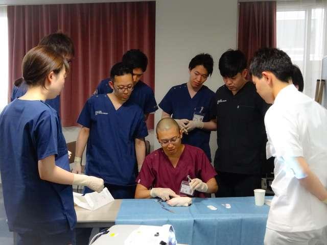 形成外科専門医による縫合実習